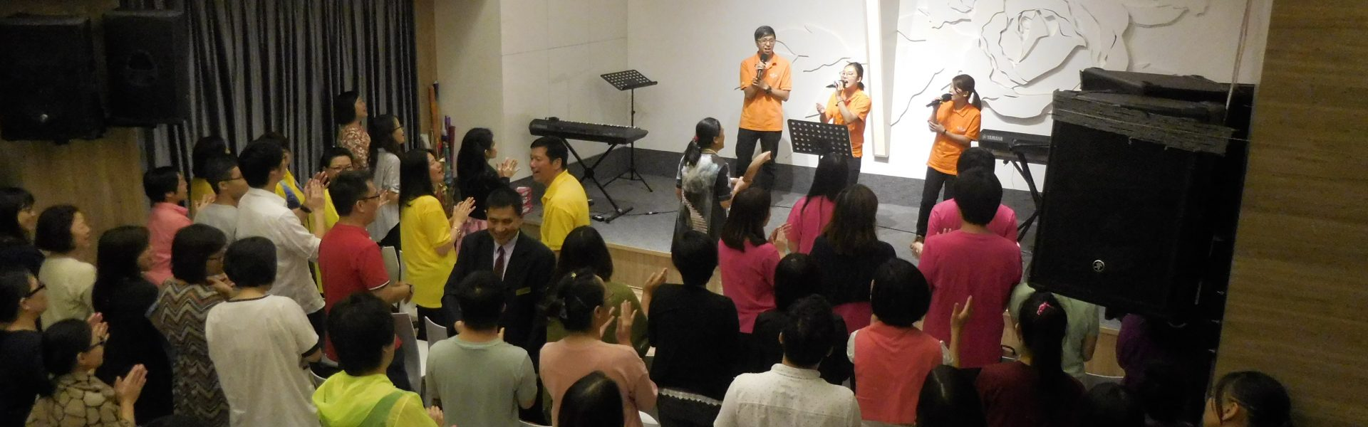 <a href=' http://tmbc.org.hk/教會介紹/聚會時間/ '>同心敬拜</a>
